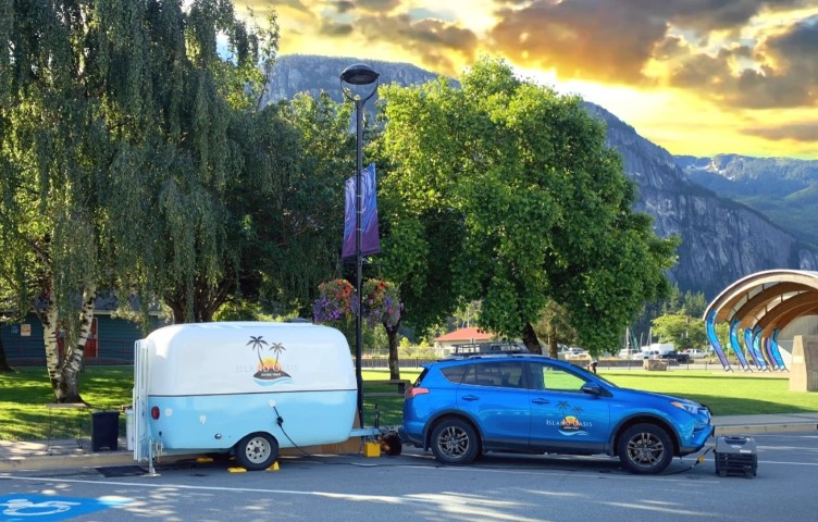 Island Oasis Beverage Trailer Vegan food truck in Squamish